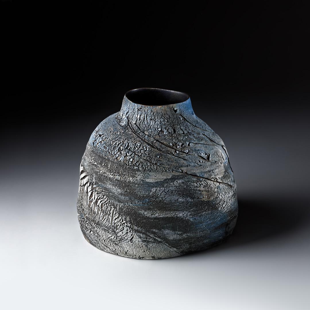 Strukturgefäß  H 21,7 cm D 24 cm; Steinzeug; Reduktionsbrand 1280° C; 2015;