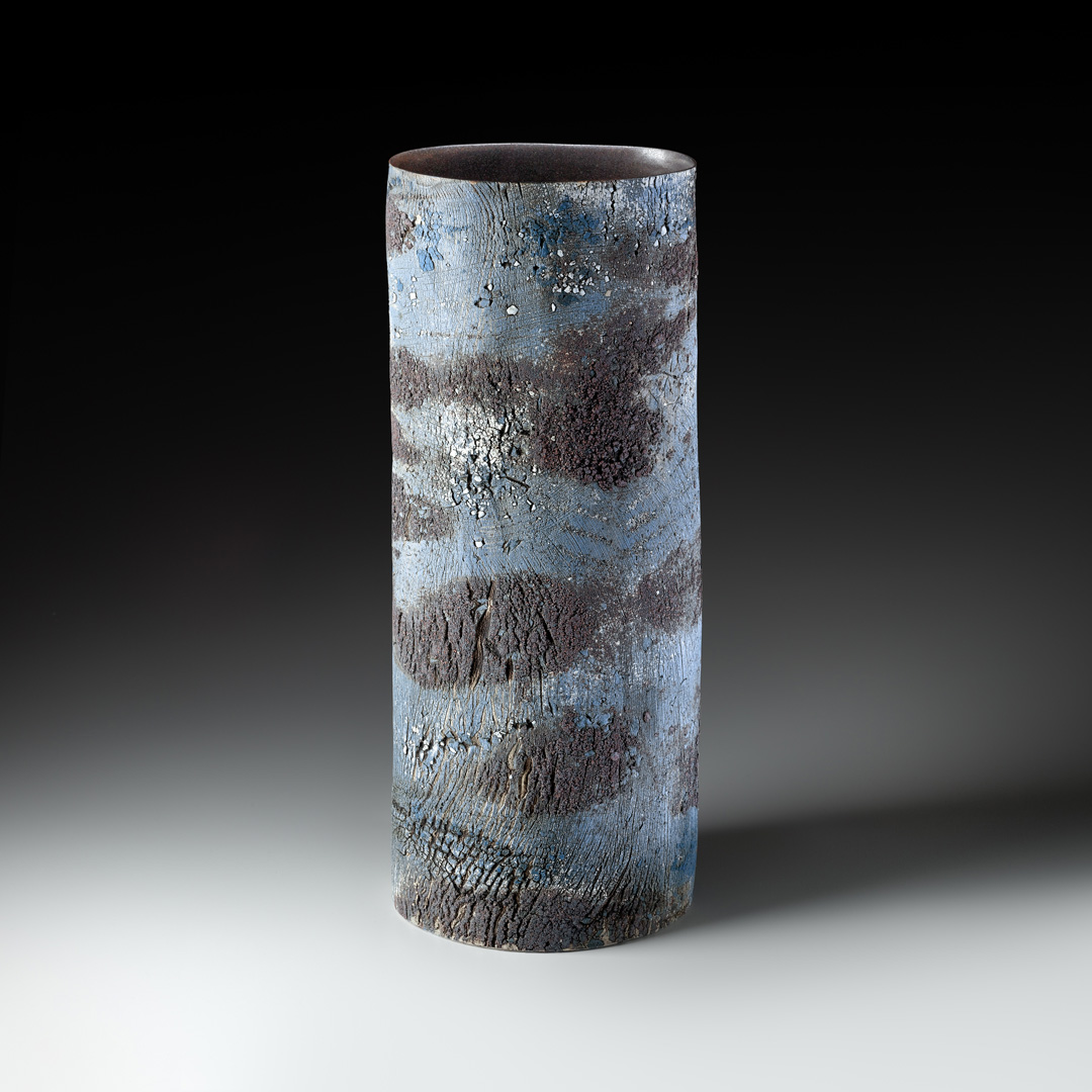 Strukturvase, Steinzeug, gebaut, H/B/T 51/21/13 cm, bei 1280° C reduzierend gebrannt, 2014