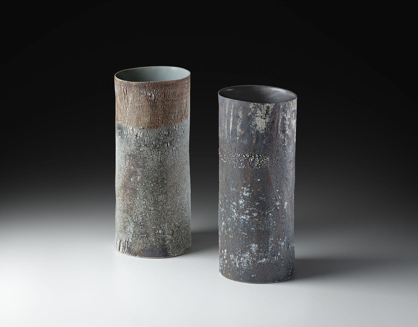 Strukturvasen, Steinzeug, gebaut, Links H/B/T 32/14/13 cm,  Rechts H/B/T 32/13/13 cm, bei 1280° C reduzierend gebrannt, 2014