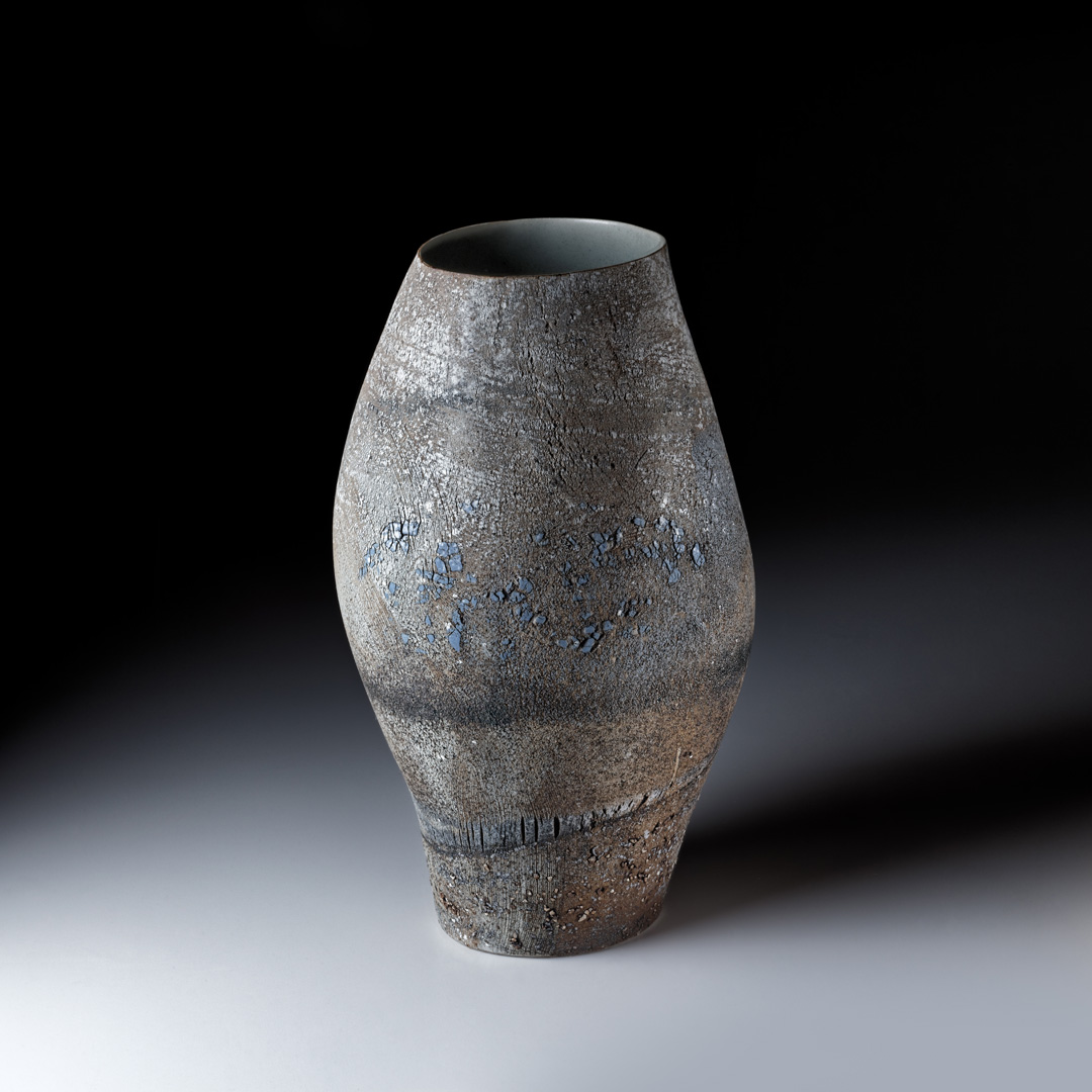Strukturgefäß  H 36 cm D 20 cm; Steinzeug; Reduktionsbrand 1280° C; 2014;