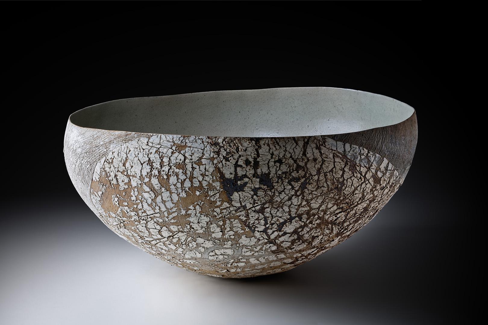 Große Strukturschale; Höhe 25 cm / Durchmesser 49,5 cm; Steinzeug; Engoben; Oxyde; Glasur; 2017